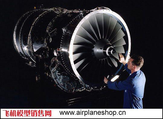 图1:喷涂哥伦比亚Avianca航空公司涂装的空中客车A330-200客机计算机模拟图。2007年5月,哥伦比亚最大的航空公司Avianca航空公司宣布订购了70架空中客车飞机,包括38架确认订单(33架A319/A320和5架A330-200飞机)和32架意向订单(27架A319/A320和5架A330-200飞机)。   2008年2月13日,罗尔斯罗伊斯公司(Rolls-Royce plc)宣布与Synergy Aerospace公司(总部位于南美洲的Synergy集团公司的分支机构)签署合